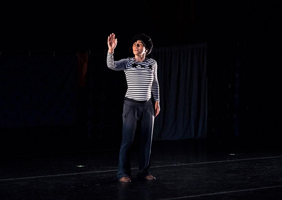 """Tanzperformanceabend """"Killjoy"""" mit Choreographin und Filmemacherin Oxana Chi"""
